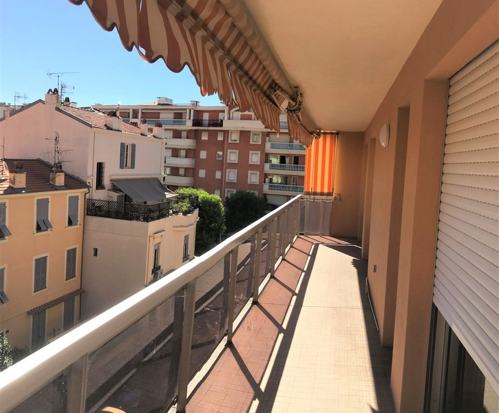 THREE ROOMS APARTMENT IN THE CENTRE OF MENTON WITH PARKING