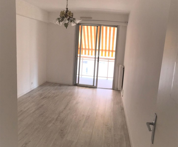THREE ROOMS APARTMENT IN THE CENTRE OF MENTON NEAR THE BEACH